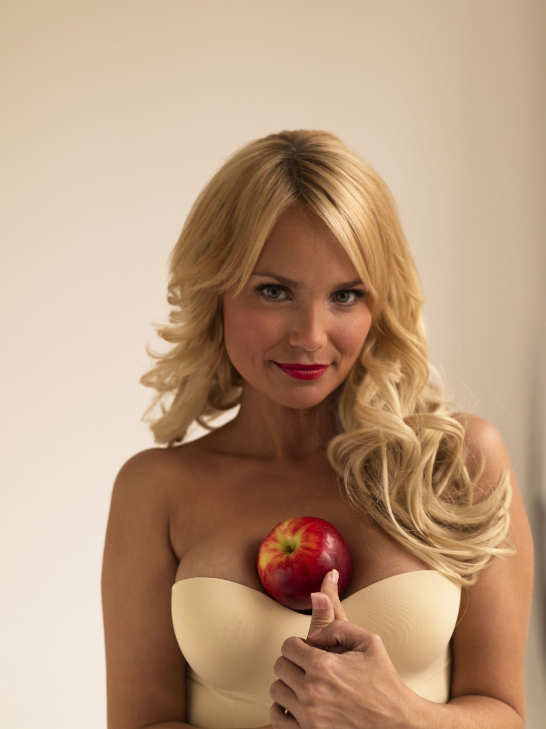 Happy Birthday To Kristin Chenoweth! - TOTPI Tobey Maguire Facebook