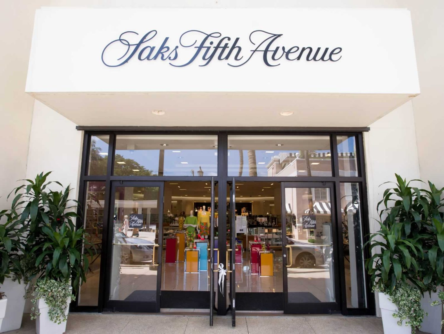 Valid on catalog and Saks Fifth Avenue store purchases on 12/6/18 & 12/7/ Excludes some designer collections, leased collections, beauty salons, Saks Fifth Avenue OFF 5th stores, vetmed.ml, gift card, charitable merchandise and Saks employee purchases and those shopping with a Saks Fifth Avenue discount card.